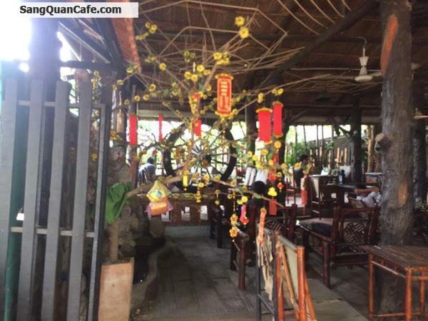 Sang quán cafe ngay cầu Bùi Đình Túy