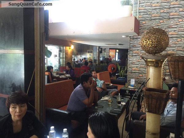 Sang gấp quán cafe góc ngã tư Hoàng Quốc Việt quận 7