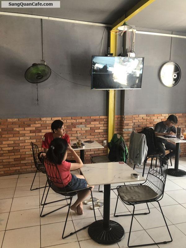 Do gia đình có việc bận nên cần sang quán cafe