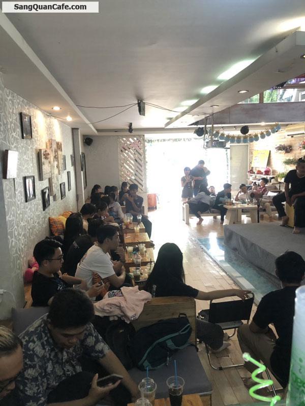 Sang quán cafe ngay góc ngã tư trung Tâm Hành Chính Dĩ An