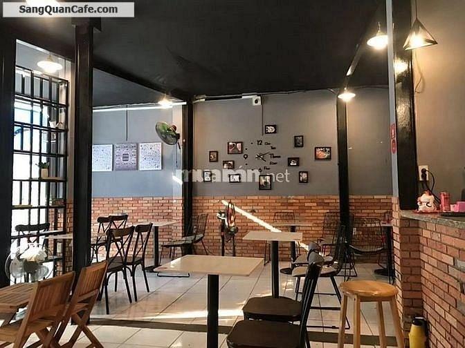 Sang quán cafe và tất cả công cụ pha chế và bàn ghế.