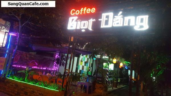 Cần sang quán cafe sân vườn mặt bằng thuê 5 triệu/th