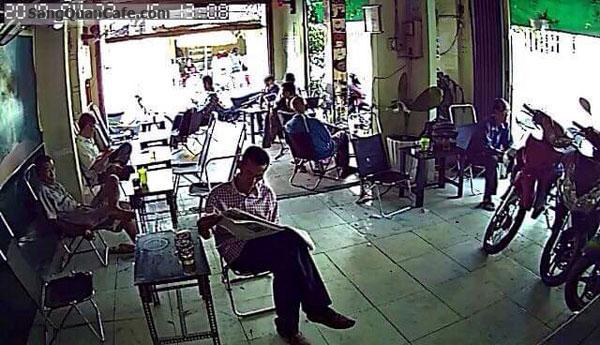 co-viec-rieng-can-sang-quan-cafe-ban-lau-nam-96176.jpg