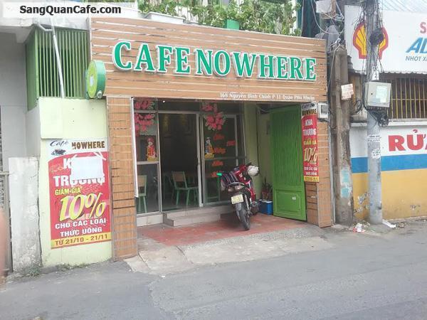 Không người trông coi cần sang gấp quán cafe