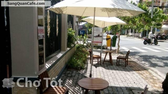Sang quán cà phê kết hợp với cơm văn phòng gấp
