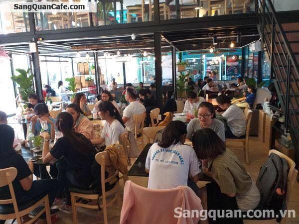 Sang quán Cafe & Trà sữa trong khuôn viên canteen trường ĐH Ngân Hàng