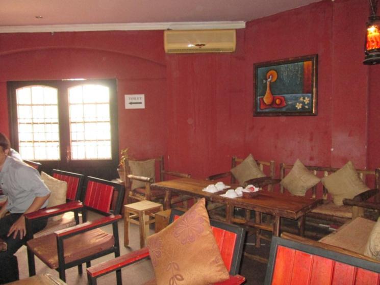Sang quán cafe Aconsyic, tại trung tâm quận 1, đang đông khách