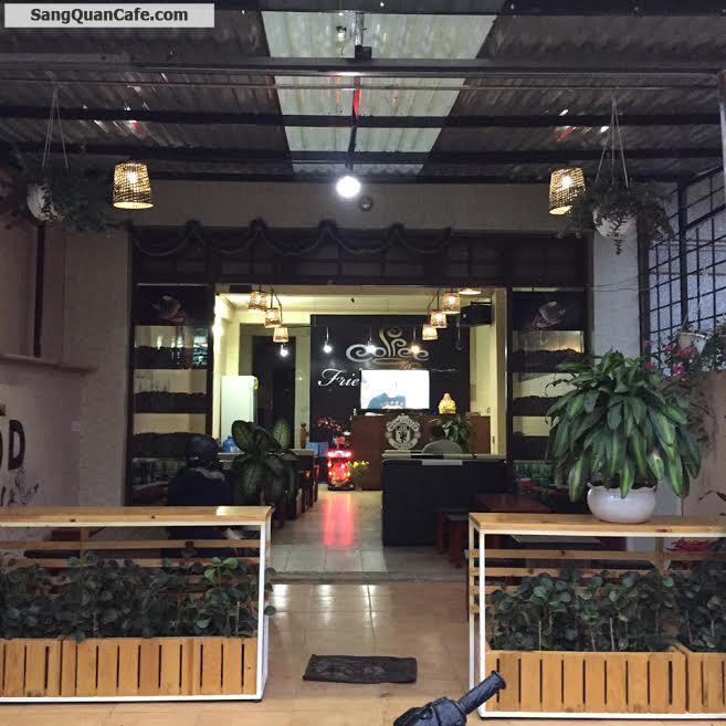 Sang quán cafe bóng đá ở trung tâm Đà Lạt