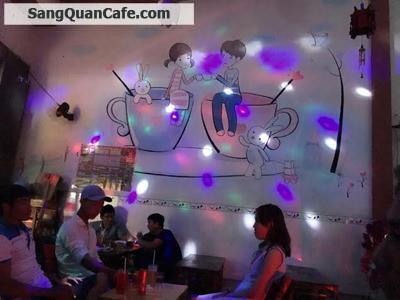 Sang quán cafe đang kinh doanh rất đông khách
