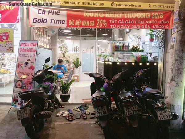 Sang quán cafe đối diện cổng trường đại học