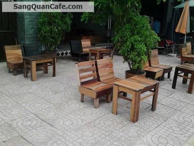 Sang quán cafe ghế gỗ máy lạnh, vỉa hè