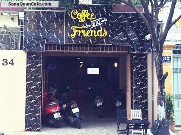 Sang quán cafe khu sân bay Tân Sơn Nhất.