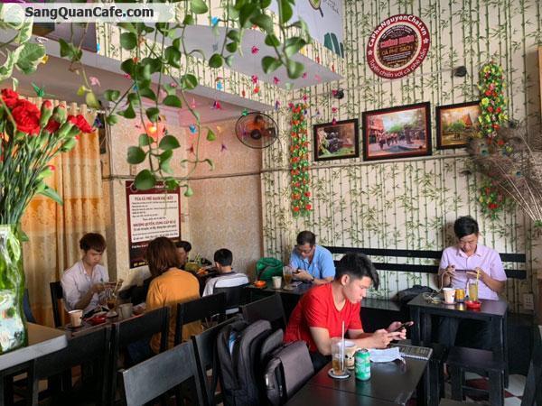 Sang quán cafe mặt tiền đang kinh doanh đông khách.