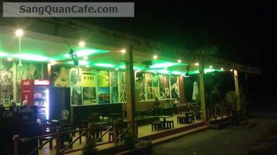 Sang quán cafe nằm trong khuôn viên KTX ĐH SPKT