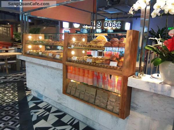 Sang quán Cafe nằm trong toà nhà Etonw