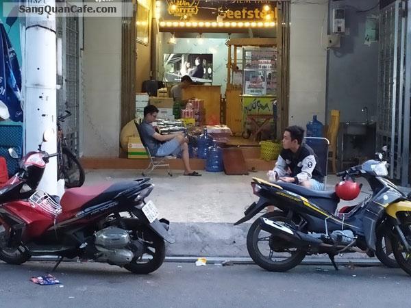 Sang quan cafe ngay cổng Uỷ Ban, Trường Học.