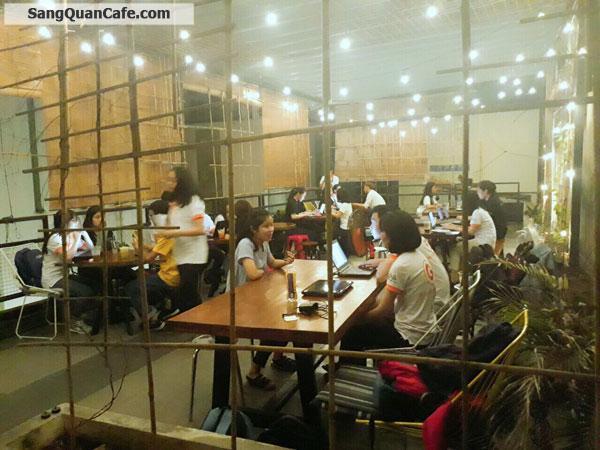Sang quán cafe thương hiệu Flour 8 gần ngay ĐH Kinh Tế